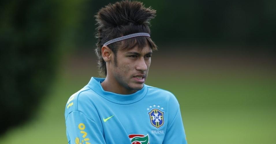 neymar-mostra-novo-penteado-durante-treino-da-selecao-em-londres-1342709816528_956x500