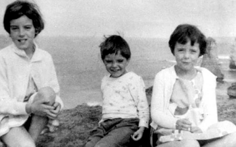 jane Beaumont, de nove anos, e seus irmãos Arnna, de sete, e Grant, de quatro anos