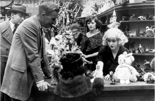 Desmond enquanto dirigia um de seus filmes em 1921