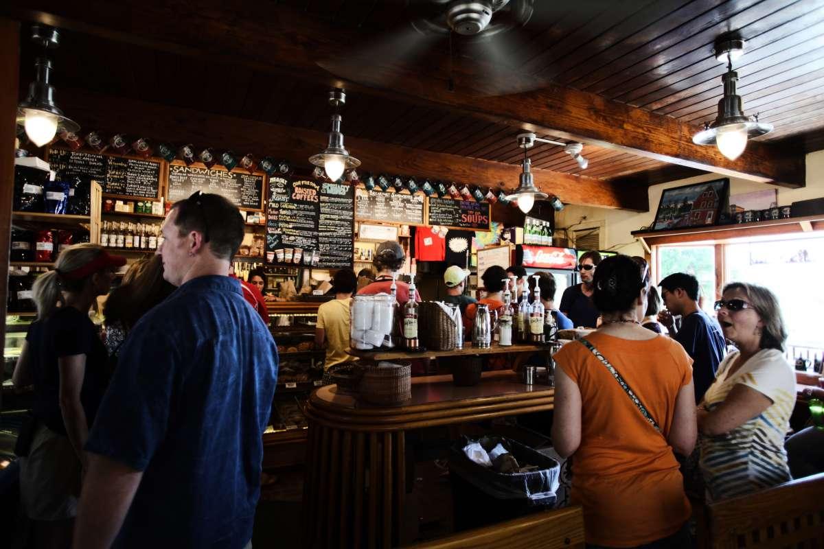 Abriu um bar ou um restaurante novo na sua cidade. Você marca um rolê pra conhecer?