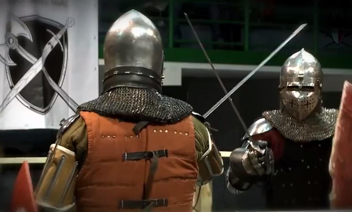 Liga promove luta de cavaleiros medievais de armadura