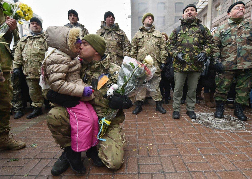 6-de-dezembro-população-recebe-tropa-ucraniana-em-Kiev-1024x729