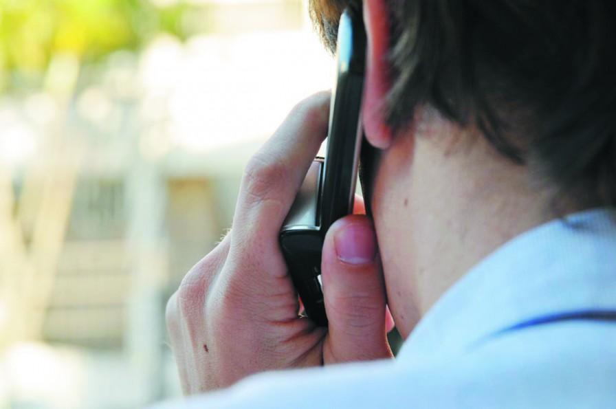 AA_falando-ao-celular-cópia