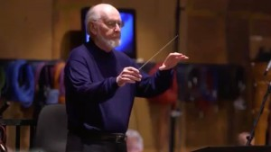 watch-legendary-composer-john-wiliams-conduct-the-opening-theme-to-star-wars-the-last-jedi-social