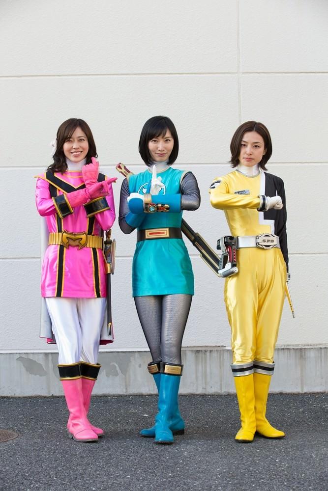 Super-Sentai-Hero-Mama-4