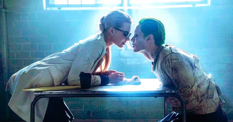 poltrona-joker-harleyquinn-suicidesquad-table-770x405