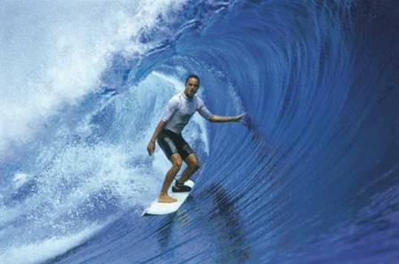 Guga no surf/Divulgação site Guga Arruda