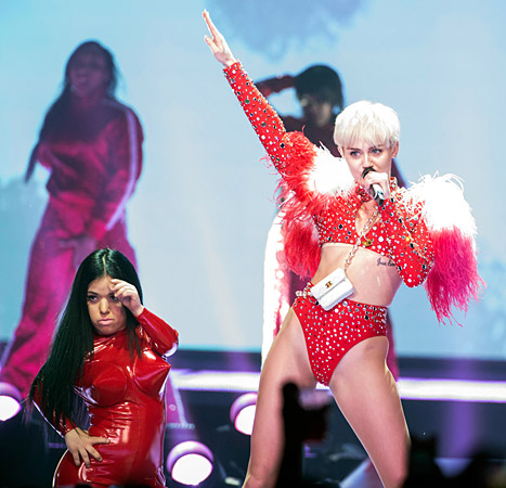 1393601091_miley-cyrus-bangerz-tour-467