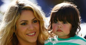13jul2014---shakira-levou-o-filho-milan-a-final-da-copa-do-mundo-no-estadio-do-maracana-1405277184492_956x500