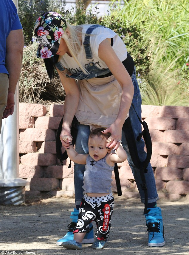1414374796975_Image_galleryImage_Gwen_Stefani_and_Gavin_Ro