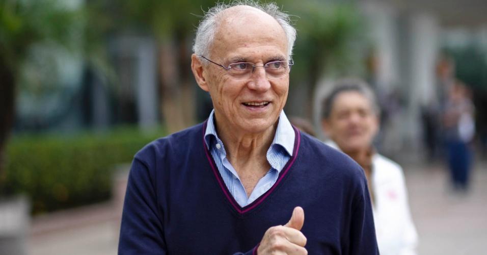 02-jun-2012---senador-eduardo-suplicy-chega-para-o-18-encontro-municipal-do-pt-em-sao-paulo-onde-foi-lancada-a-candidatura-de-fernando-haddad-1338657449779_956x500