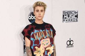 justin-bieber-red-carpet-amas-2015-billboard-650