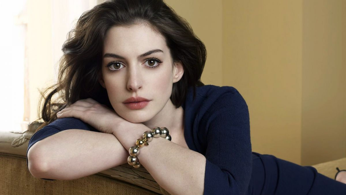 2381-anne-hathaway-widescreen