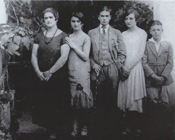 Frida Kahlo in drag, with sisters Adriana and Christina and cousins Carmen and Carlos Verasa, photographed by Guillermo Kahlo, 1926