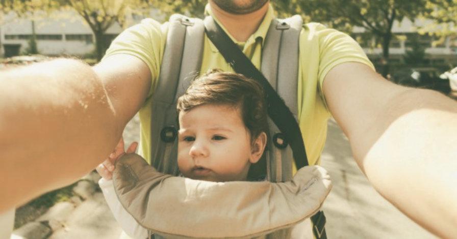 dad-taking-selfie-wearing-baby-carrier-600x315