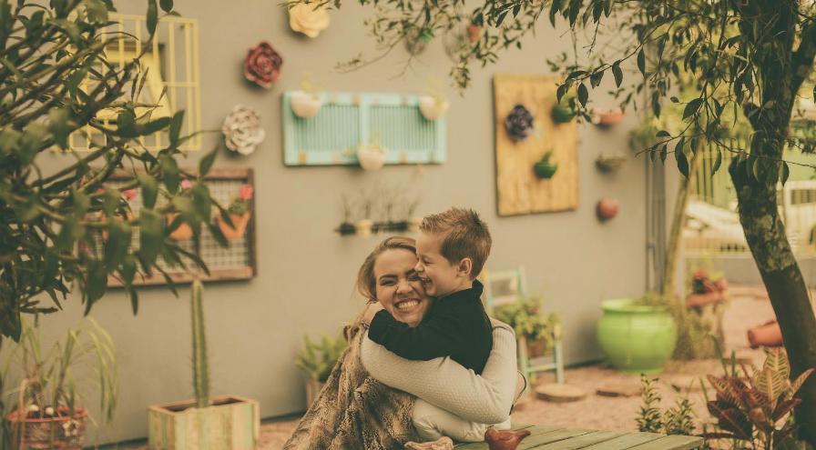 Pam e luca abraço