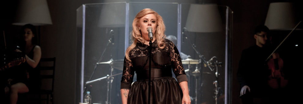 Adele-990x342
